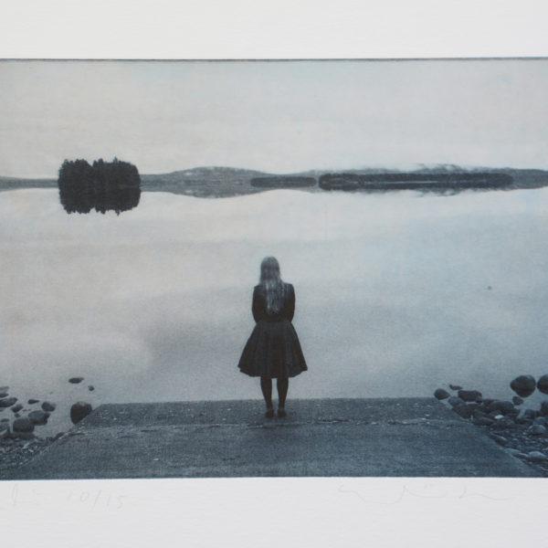 eeva-liisa-isomaa-tytto-rannalla_polymeeri
